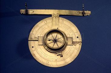 Italian circumferentor ('ipodimeter') with eccentric alidade  17th century.