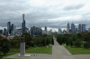 Melbourne  Australien  die Ceremonial Avenue in Richtung Innenstadt