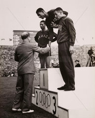 Wint wins the 400m  5 August 1948.