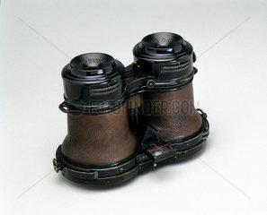 Goetz binocular 'detective' camera  1908.