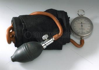 Sphygmomanometer apparatus  1920-1955.