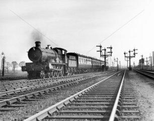 Lady of the Lake' Saint Class 4-6-0 steam locomotive No 2902  1928.