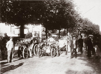 Start of the Bordeaux-Biarritz Race  with C S Rolls' car in front  1899.