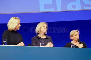 Berlin  Deutschland  Manuela Schwesig  Bundesfamilienministerin  Johanna Wanka  Bundesbildungsministerin  und Susanne Eisenmann  Kultusministerin