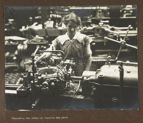 'Operating bar lathes on machine tool parts'  1915-1918.