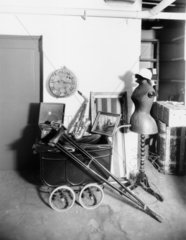 Items held at Paddington stations' Lost property office'  19 October 1933.