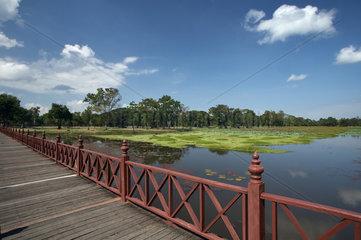 Sukhothai  Thailand  Wassergraben des Wat Phra Phai Luang im Geschichtspark Sukhothai