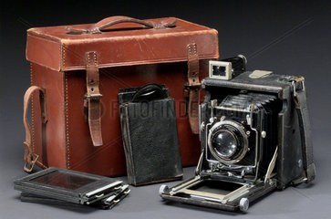 Graflex plate camera  carrying case and plate  c 1925.
