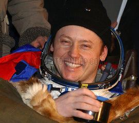 Expedition 9 Flight Engineer Mike Fincke  October 2004.