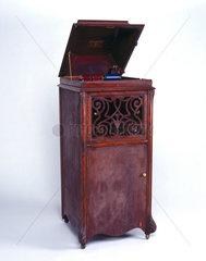 Edison 'Amberola' phonograph  1909.