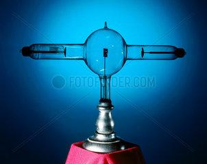 Double focus X-ray tube  1896.
