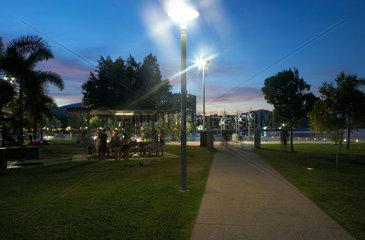 Cairns  Australien  Abendstimmung im Park der Esplanade