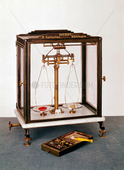 Short-beam analytical balance and weights  1876.