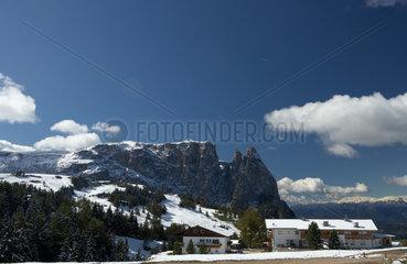 Compatsch  Italien  Winterliches Bergpanorama auf der Seiser Alm