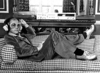 Elton John  1974.