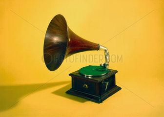 Intermediate Monarch Gramophone  1908.