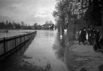 The flooded river Thames  1925.