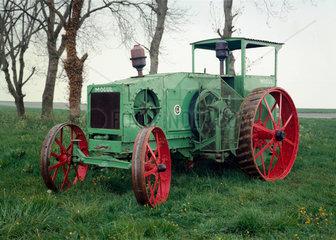 International Harvester Mogul tractor  1913-1918.