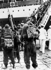 Italian soldiers boarding the Colombo at Naples  12 August 1935.