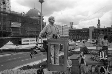 David Hockney photographing the NMPFT  Bradford  18 July 1985.
