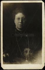 Mrs Bentley and the 'spirit' of her deceased sister  c 1920.