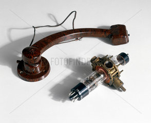 Radio pick-up arm  1932 and klystron valve  1940.