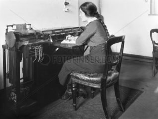 Woman worker  GNR mineral audit office  Doncaster  WWI  January 1916.