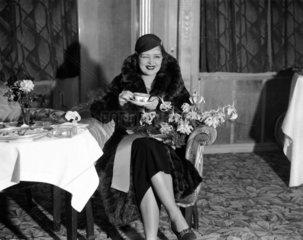 Clara Bow at the Dorchester Hotel wedding o
