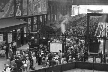 Passengers leaving a train at Liverpool Street station  London  29 June 1949.