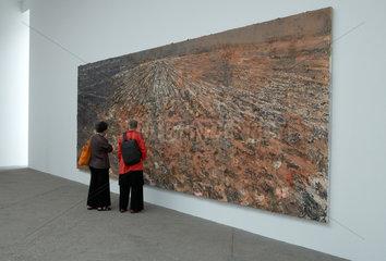 Paris  Frankreich  Kunstwerke von Anselm Kiefer auf der Monumenta 2007