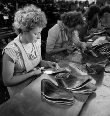 Women trimming shoe uppers  1948
