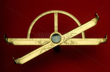 Graphometer-clinometer  c 1600.