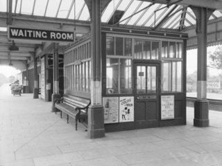 Waiting room at Maidenhead station  1943.