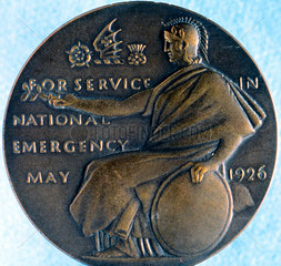 Bronze medal issued by the London.