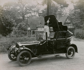 Short chassis cabriolet with driver opening back hood