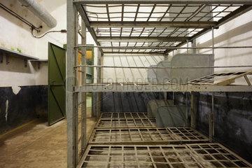 Lembach  Frankreich  Mannschafts-Schlafraum in der Bunkeranlage Four-a-Chaux