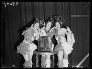 Women posing by Ecko wireless set  1932.