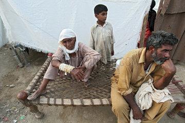 Nowshera  Pakistan  Zeltstadt fuer Fluechtlinge des Hochwassers