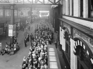 Crowds at Manchester Victoria Station  27 August 1927.
