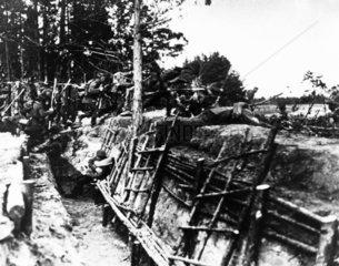 German troops attacking  WWI. 'German troop
