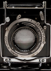 Graflex plate camera  close-up showing lens  c 1925.