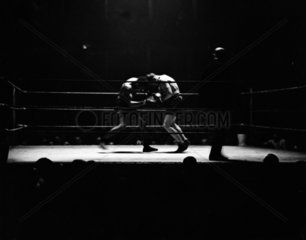 Heavyweight boxing  28 January 1932. The fi