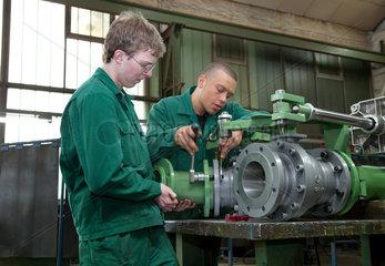 Dortmund  Deutschland  Auszubildende bei der Maschinenfabrik Voelkmann