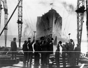 Launch of the 'Queen Mary' liner  26 September 1935.