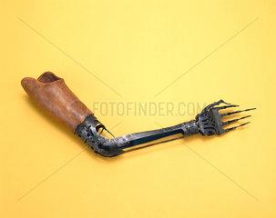 Artificial arm  1840-1900.