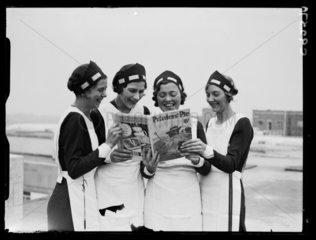Four women reading 'Printers' Pie' magazine  1934.