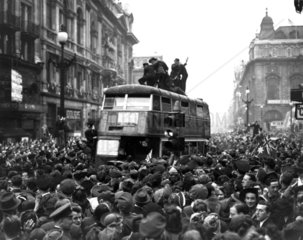 Crowds in Piccadilly Circus in Central Lond