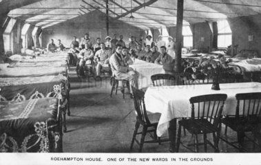 Nursing staff and wounded British soldiers in a hospital ward  c 1915-1918.