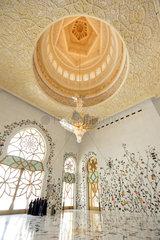 Abu Dhabi  Vereinigte Arabische Emirate  Innenansicht der Scheich Zayid bin Sultan Al Nahyan Moschee