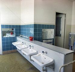 Berlin  DDR  Waschraum in einer Kindertagesstaette
